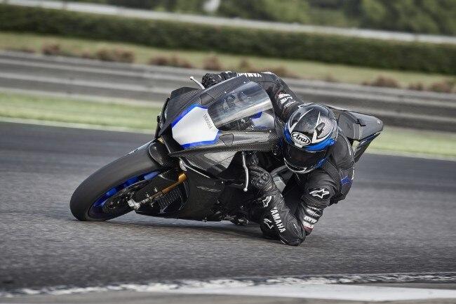 Yzf R1 Yamaha Rinnova La Supersportiva Dueruote