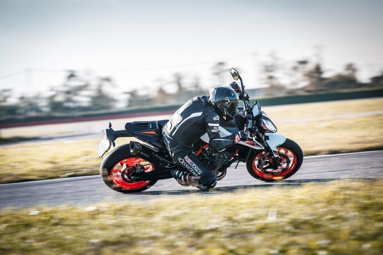 KTM 890 Duke R, MV Agusta Brutale 800 RR SCS, Triumph