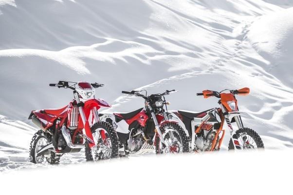 Si può andare in moto con la neve e col ghiaccio?