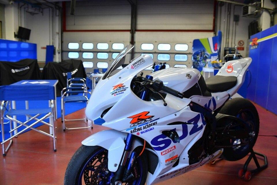 Tutti a scuola di piega con la GSX-R Racing Academy