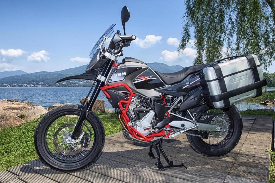 SWM Motorcycles Superdual: in omaggio il kit per viaggiare