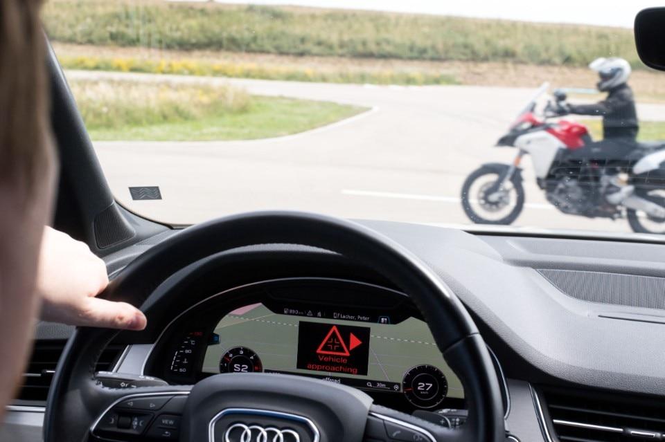 Auto e moto: ora si parlano