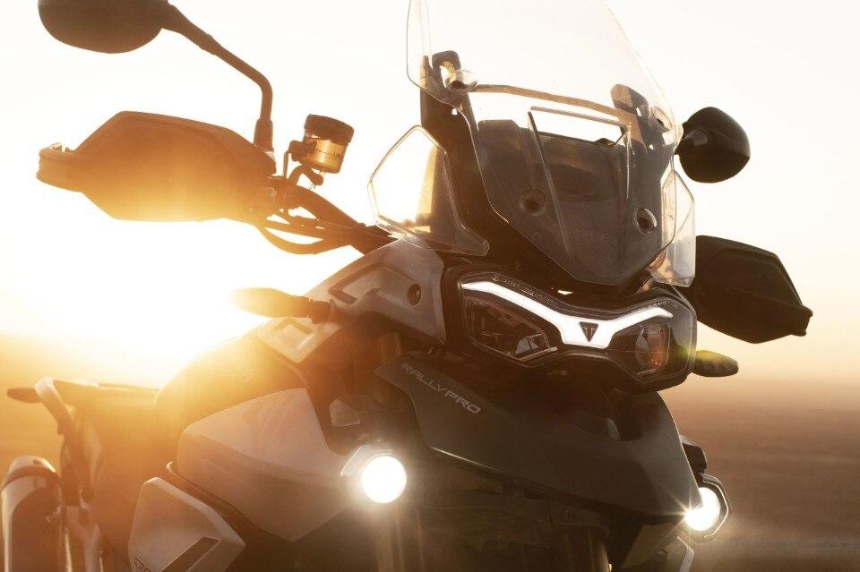 Triumph Tiger 900: cinque anime (diverse) in una sola moto